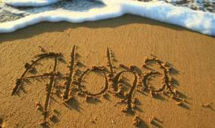 aloha-written-on-sea-sand